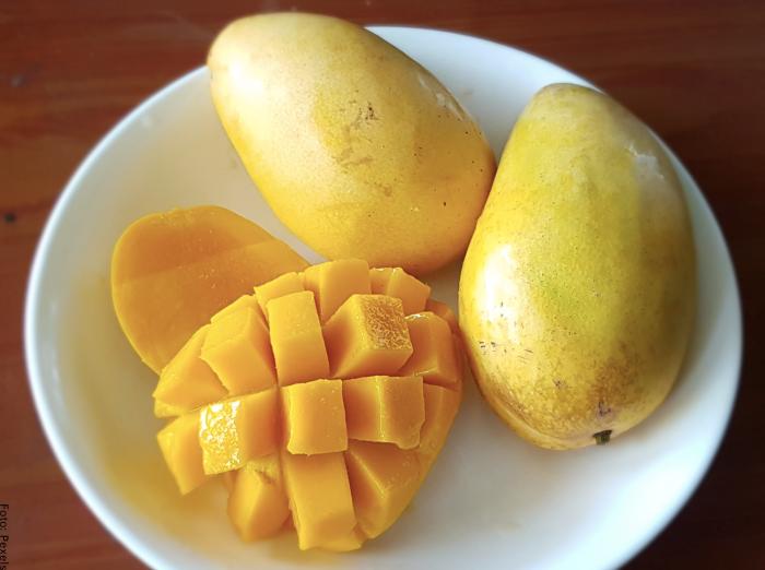 Foto de mango en la mitad