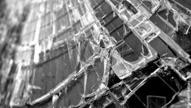 Foto de cristales quebrados que muestra lo que es soñar con vidrios