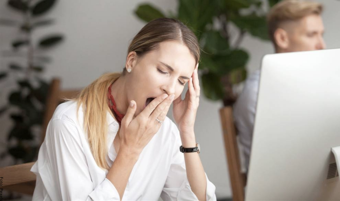 Foto de una mujer con cansancio