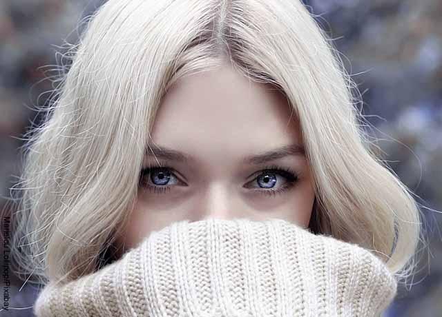 Foto del rostro de una mujer que revela la vitamina D para qué sirve