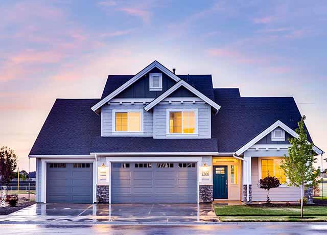Foto de una casa nueva que ilustra lo que es soñar con casa
