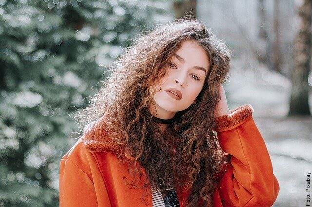 foto de mujer con el cabello saludable