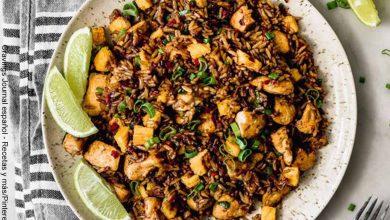 Foto de un plato de comida peruana que ilustra el arroz chaufa y su receta