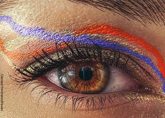 Foto de maquillaje en los ojos de una mujer