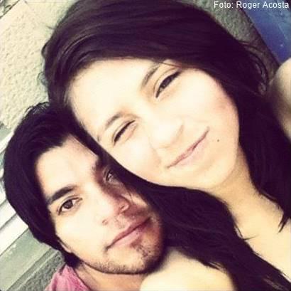 Foto de padre joven e hija adolescente