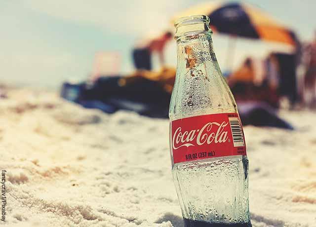 Foto de una botella de Coca Cola
