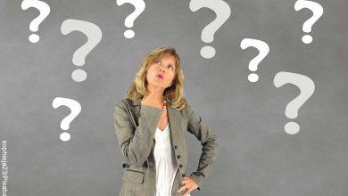 Foto de una mujer en pose de pregunta que muestra cuándo empiezan los síntomas del embarazo