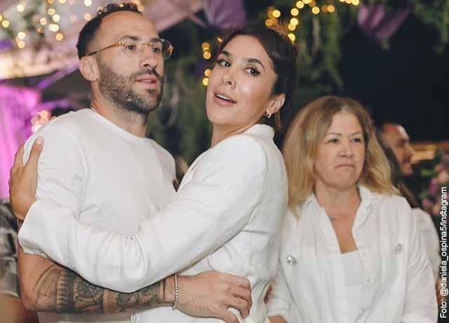 Daniela Ospina y su hermano, David, compiten por el amor de mamá