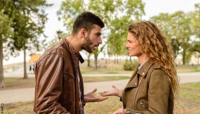 Foto de una pareja discutiendo
