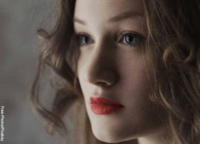 Foto de perfil del rostro de una mujer