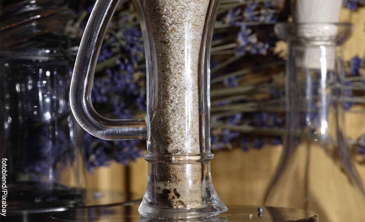 Foto de un recipiente con harina que revela el psyllium para qué sirve