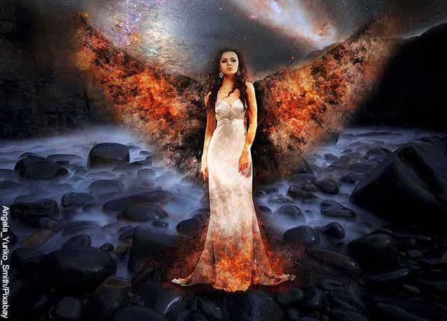 Foto de una mujer vestida de ángel