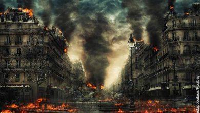 Foto de una calle incendiada que revela qué significa soñar con el fin del mundo