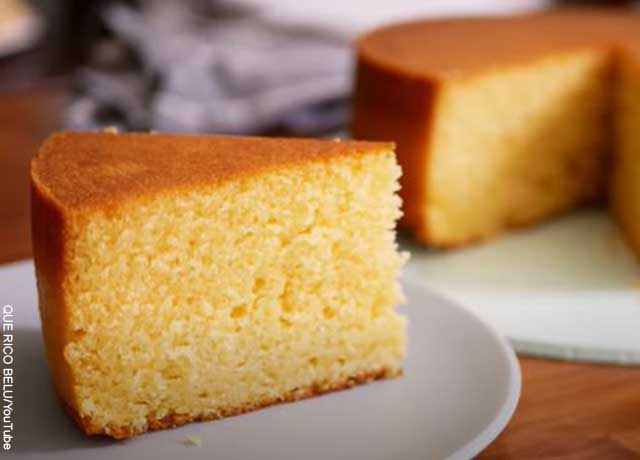 Foto de una porción de torta de vainilla