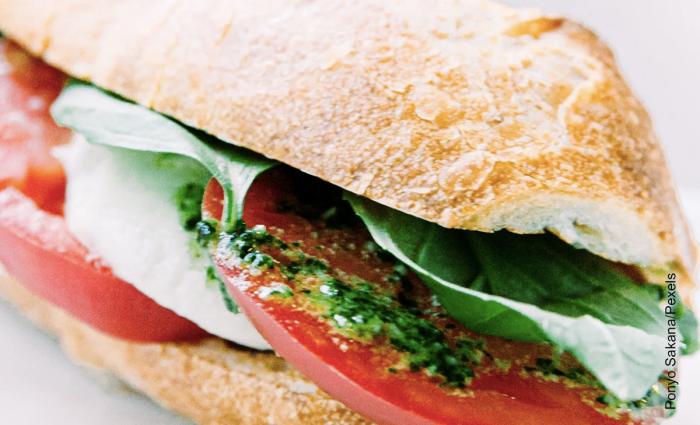 Foto de sándwich de pollo