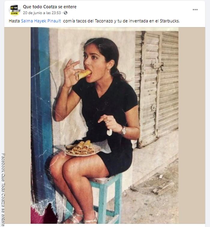 Foto de Salma Hayek joven y comiendo tacos en la calle