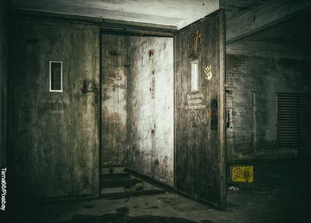 Foto de un elevador viejo y abandonado