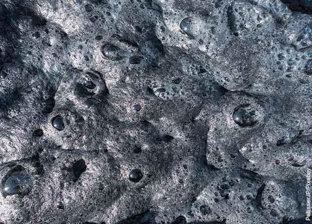 Foto de lodo en el piso que muestra lo que es soñar con avalancha