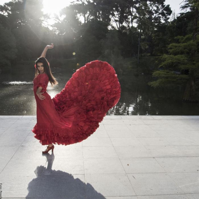 Foto de mujer bailando flamenco