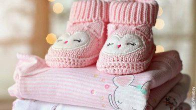 Foto de ropa de bebé que revela lo que es soñar con parto