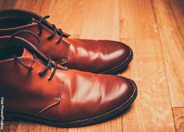 Foto de un par de zapatos de hombre