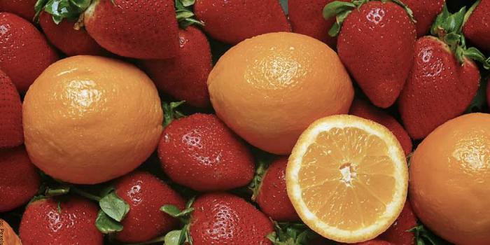 Foto de fresas y naranjas