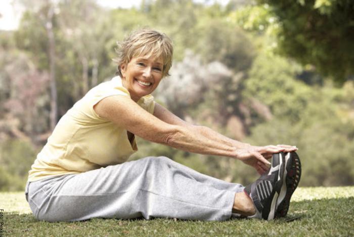Foto de una señora haciendo ejercicio