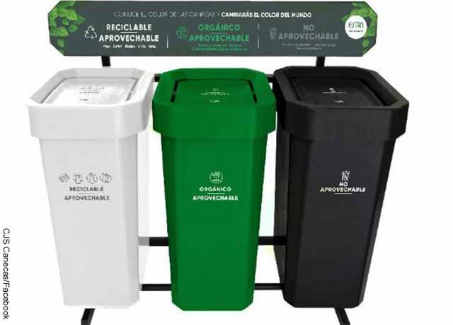 Foto de canecas de reciclaje blanco, verde y negro