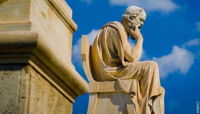 Foto de una estatua del filósofo Sócrates