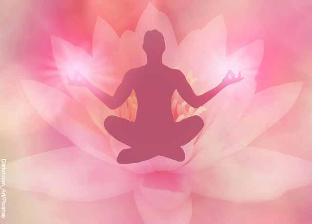 Foto de una ilustración de una persona haciendo yoga