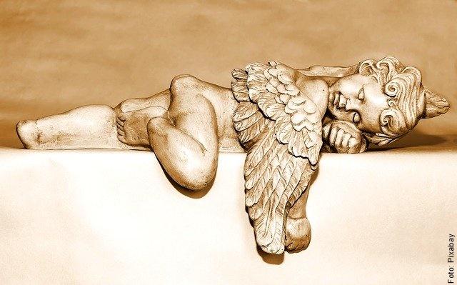 foto de ángel de cerámica