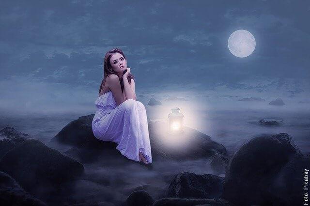 ilustración de la luna y la mujer