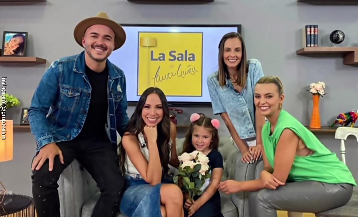 Laura acuña entrevistó a Siam y ellos la pusieron a cantar