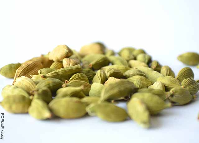 Foto de semillas de cardamomo envueltas