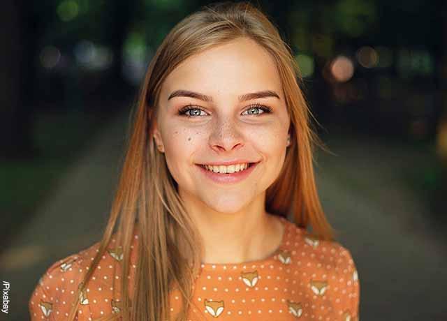 Foto de una mujer sonriente