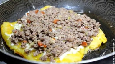 Foto de un patacón carne molida por encima que revela los patacones y su receta tradicional