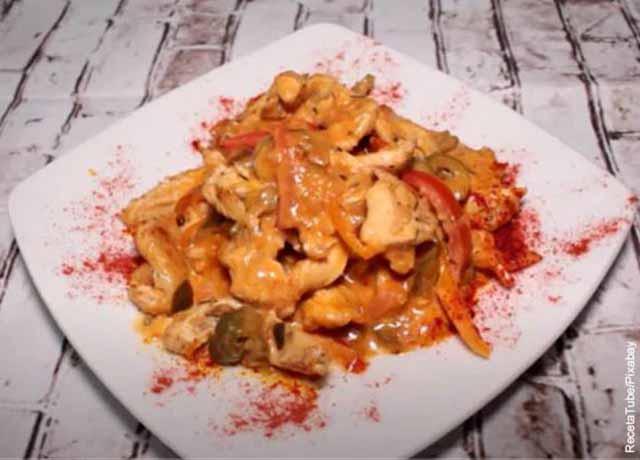 Foto de un platillo de comida que revela las recetas de pollo en salsa