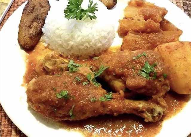 Foto de un sudado de pollo con arroz