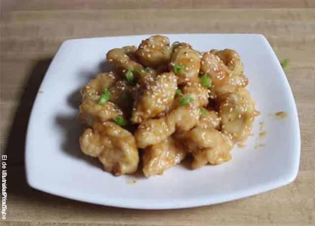 Foto de trozos de pollo con salsa asiática