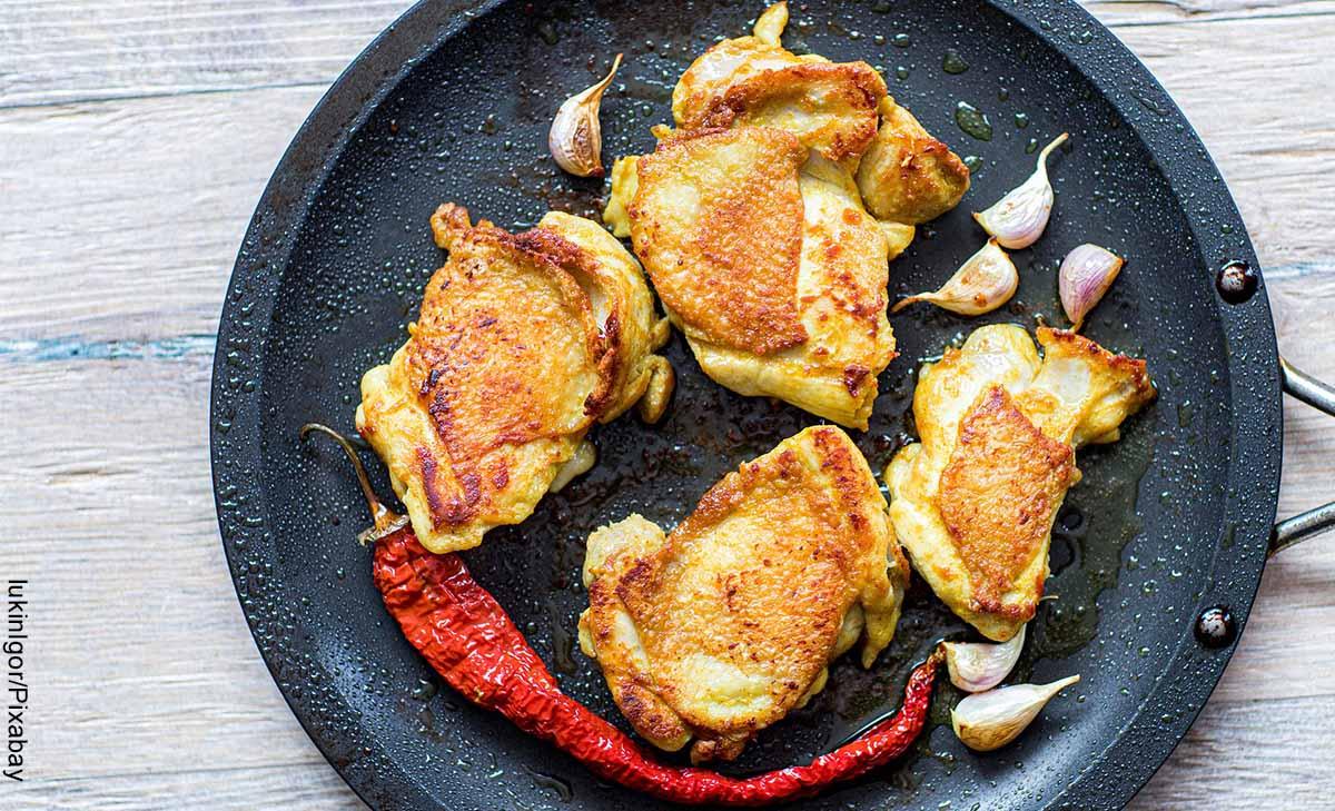 Foto de piezas de pollo fritas que muestra las recetas para preparar pollo