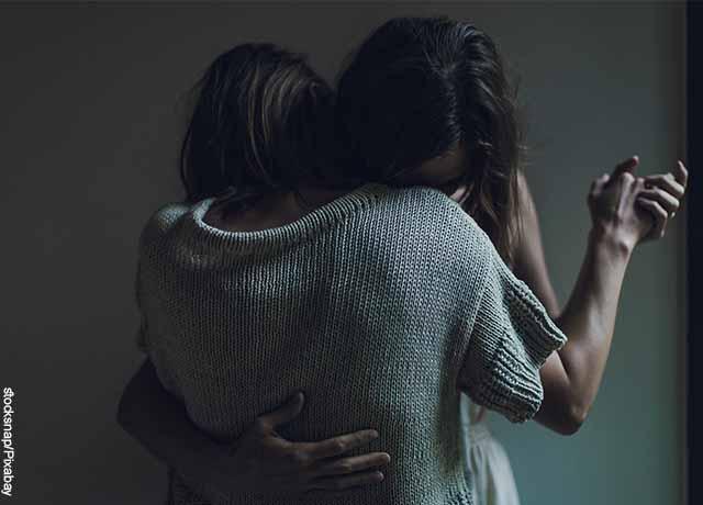 Foto de dos mujeres bailando