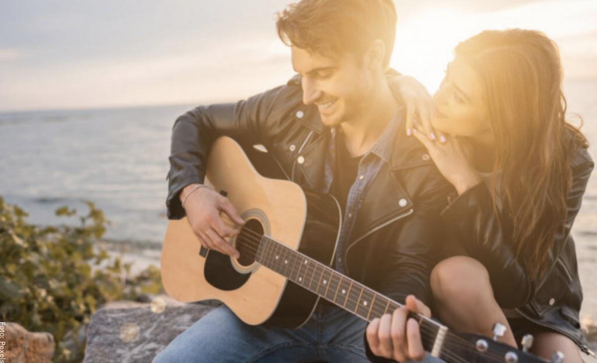 Canciones para dedicar a una mujer, ¡las más bonitas!