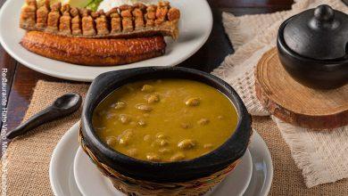 Foto de un plato de frijoles típicos colombianos