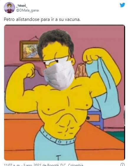Meme de Petro y Homero Simpson para los mejores memes de Petro vacunándose