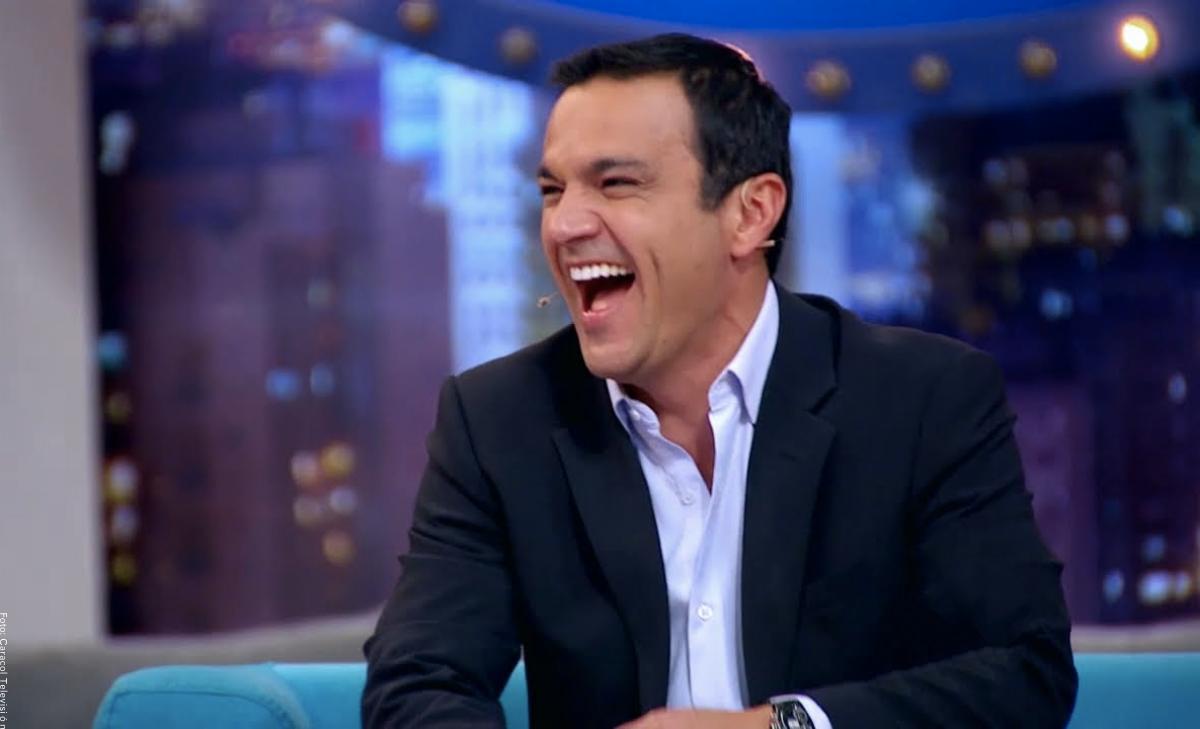 Juan Diego Alvira reveló por qué se quita su anillo de matrimonio para presentar