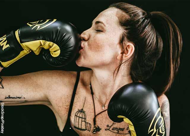 Foto de una mujer boxeadora
