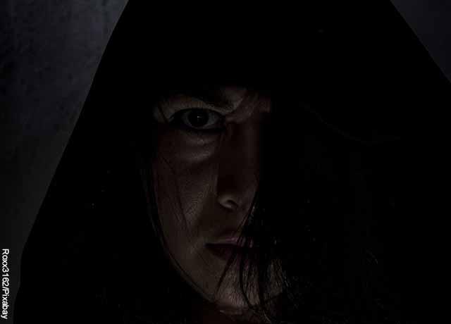 Foto de la cara de una mujer asustada