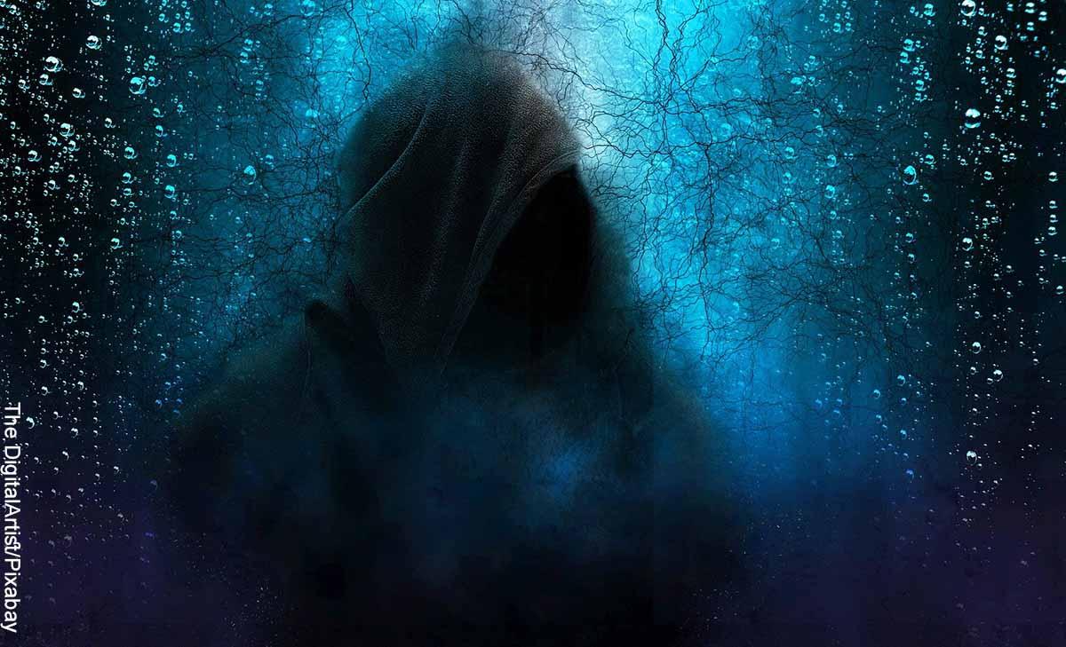 Foto de una imagen fantasmal con una capucha que muestra las películas de suspenso