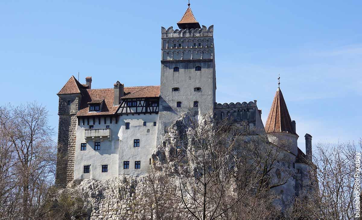 Foto de un castillo medieval que revela las películas de vampiros