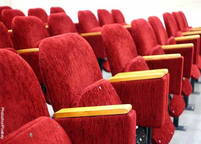 Foto de sillas rojas de teatro
